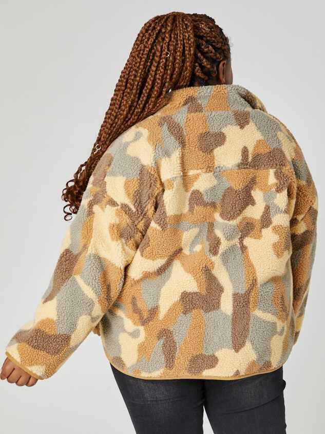 Camo Sherpa Jacket Detail 4 - A'Beautiful Soul